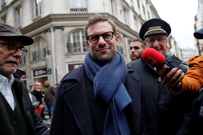 L'écrivain Nicolas Mathieu arrive au restaurant Drouant après avoir reçu le prix Goncourt, à Paris, le 7 novembre.