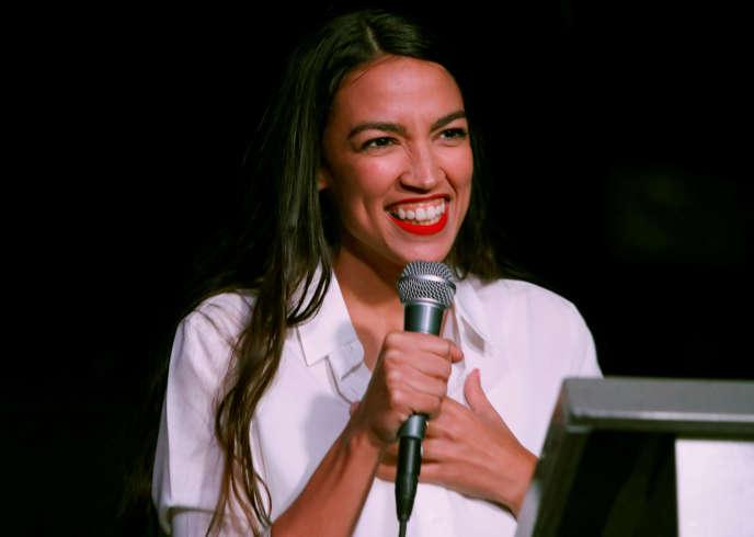 Alexandria Ocasio-Cortez, démocrate, au soir de son élection, à New York, le 6 novembre. Elle devient, à 29 ans, la plus jeune femme élue au Congrès américain.