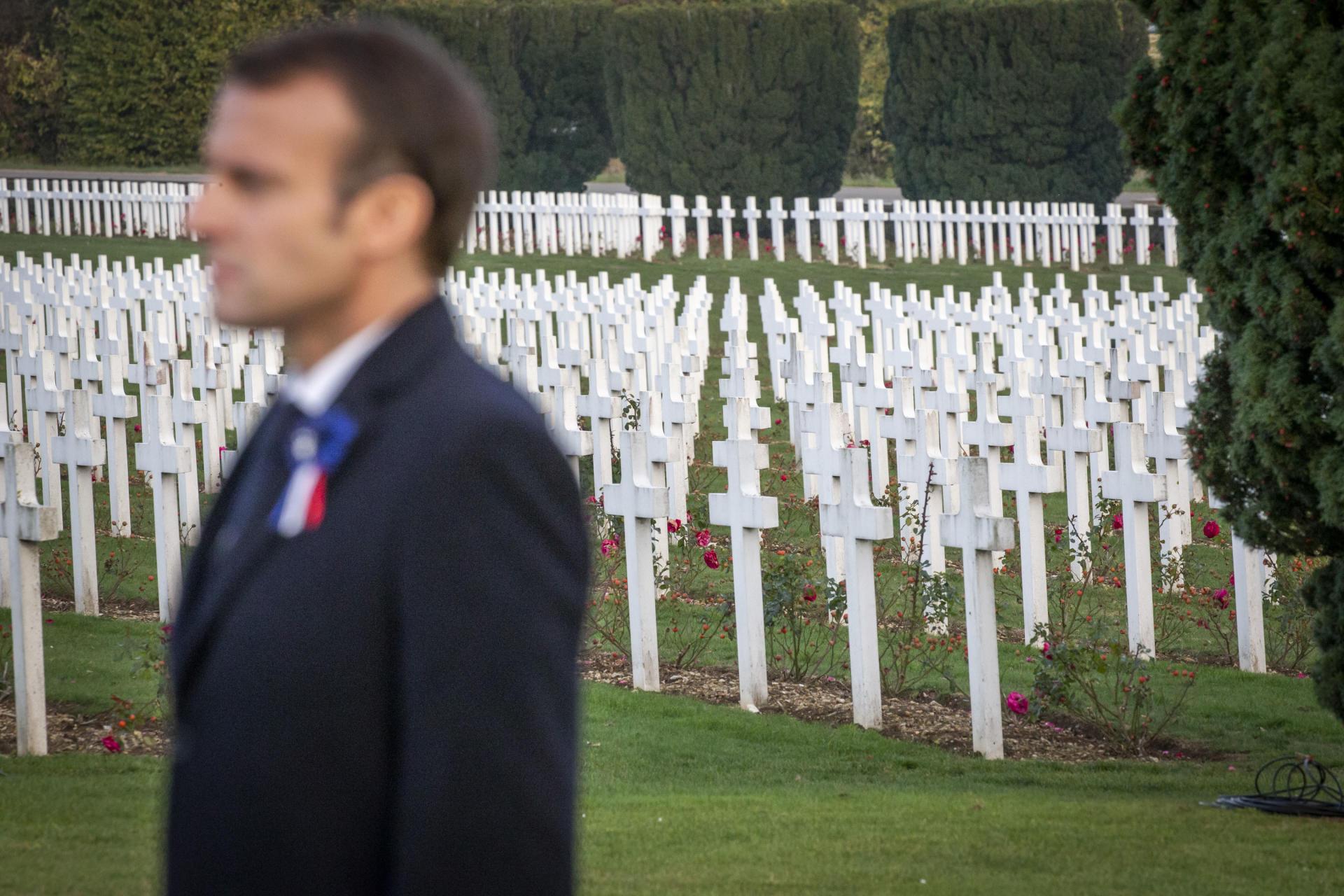 Hommage aux morts à la nécropole de Verdun.