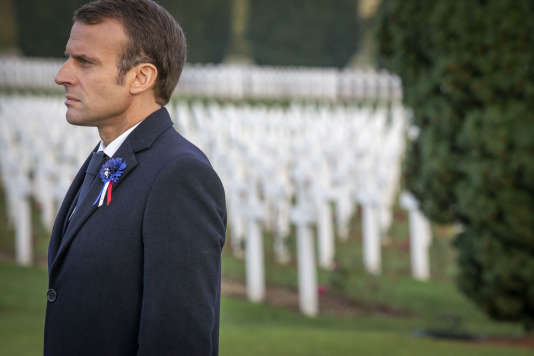 Emmanuel Macron rend hommage aux morts à la nécropole de Verdun, à Douaumont (Meuse), le 6 novembre.