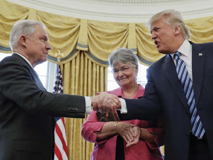 Donald Trump et Jeff Sessions, en février 2017 à la Maison Blanche.
