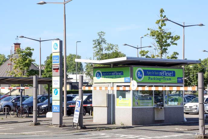 La métropole d'Orléans, qui cherche à favoriser l'intermodalité, a aménagé une douzaine de parking relais, avec abri de vélos sécurisé, le long de sa ligne de tram.