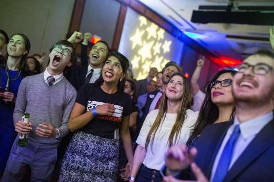 Dans une des soirées électorales organisées par le Parti démocrate, à Washington, le 6novembre.