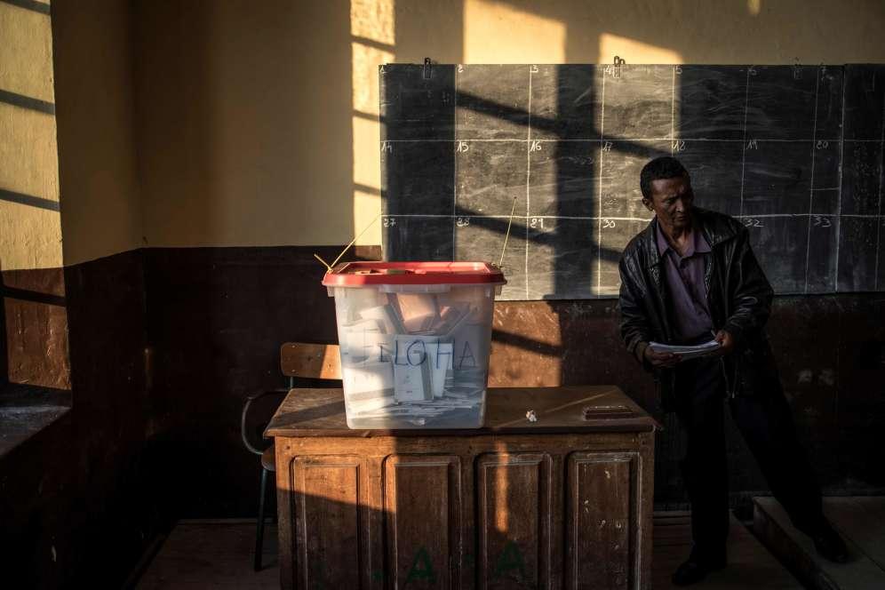 Si aucun candidat n'obtient pas 50% des suffrages, un second tour est prévu le 19décembre.
