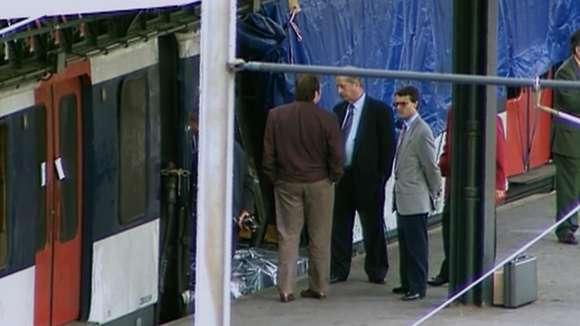 Le juge Jean-Louis Ricard enquête après l'attentat sur le RER à la station Saint-Michel le 25 juillet 1995