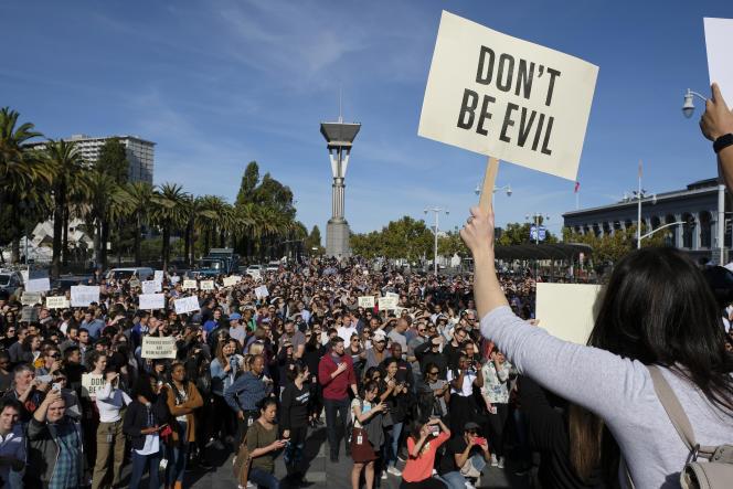 Le 1er novembre 2018, des employés de Google protestent à San Francisco contre le harcèlement sexuel et les discriminations envers les femmes dans l'entreprise.