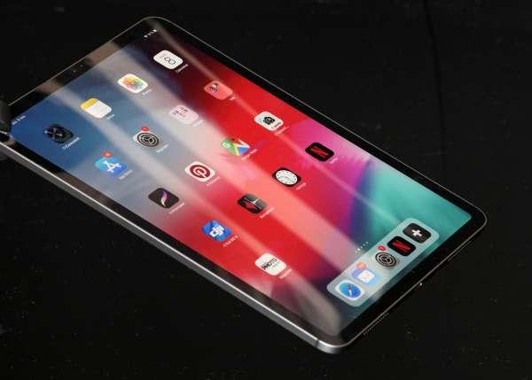 L iPad Pro 11 troque la prise Lightning d Apple pour la prise universelle  USB-C. NICOLAS SIX   LE MONDE fc691ec355e1