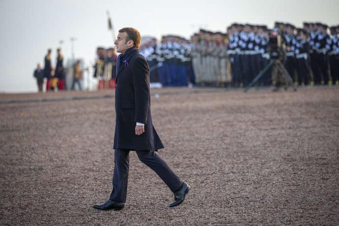 A la nécropole nationale de Notre-Dame-de-Lorette, à Ablain-Saint-Nazaire, le 8 novembre, cinquième jour du parcours du souvenir d'Emmanuel Macron.