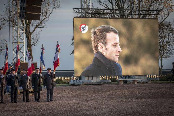 Cinquième jour de la semaine d'itinérance mémorielle de l'Armistice de la guerre 14-18, d'Emmanuel Macron, président de la république, ici lors d'une cérémonie dans la nécropole nationale de Notre-Dame-de-Lorette, à Ablain-Saint-Nazaire (Pas-de-Calais), le 8 novembre 2018.