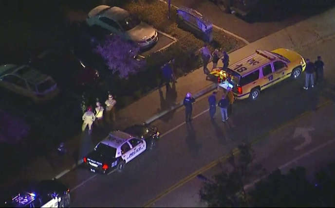 Un image aérienne de Thousand Oaks après la fusillade.