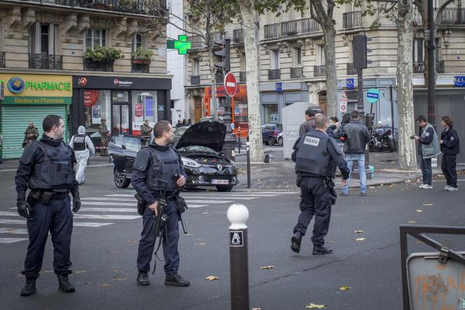 Le 17novembre 2015, lavoiture louée par Salah Abdeslam, seul membre du commando encore envie, est retrouvée à Paris.