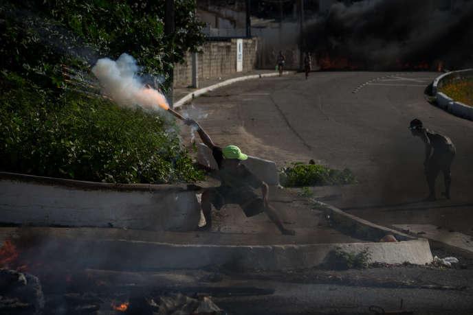 Affrontements dans les rues du quartier de Passo da Patrià à Natal, après la mort d'un trafiquant de drogue local, tué par la police, en septembre.