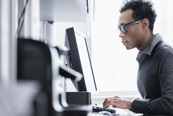 Dans le secteur numérique, 33 % des emplois sont occupés par des femmes, et 16 % seulement quand il s'agit de métiers techniques comme celui de développeur, selon Syntec Numérique.