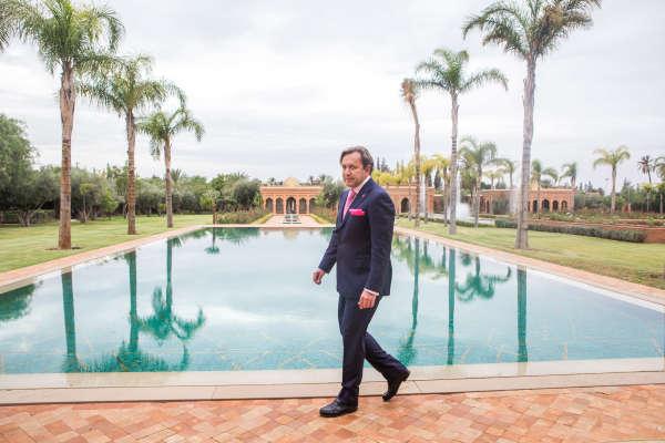 La piscine de la résidence marocaine de Vincent Miclet, le domaine du Cheval d'or, à Marrakech.