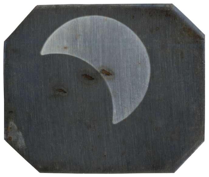 Vue partielle d'une éclipse totale de soleil, daguerréotype, 1842 ou 1851.