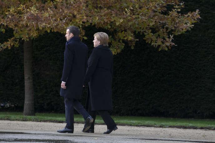 Emmanuel Macron et Angela Merkel commémorent le centenaire de l'Armistice du 11 novembre 1918 à Compiègne, le 10 novembre.