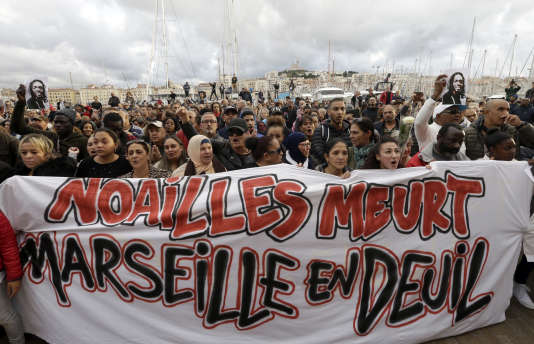 During the white march to tribute to the victims of collapse of buildings that occurred in Marseille on November 10th.