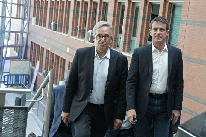 Le maire d'Evry, Francis Chouat, et l'ancien premier ministre socialiste Manuel Valls, le 11 juin 2017.