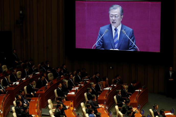 Le président sud-coréen, Moon Jae-in, présente son budget pour 2019 devant l'Assemblée nationale, à Séoul, le 1er novembre.