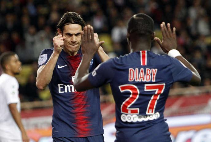 Edinson Cavani et Moussa Diaby, lors de la victoire 4-0 du PSG contre Monaco, le11novembre 2018.
