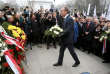 President of the European Council Donald Tusk lays a wreath at the Jozef Pilsudski Monument to mark the 100th anniversary of Polish Independence in Warsaw, Poland November 11, 2018. Agencja Gazeta/Jedrzej Nowicki via REUTERS ATTENTION EDITORS - THIS IMAGE WAS PROVIDED BY A THIRD PARTY. POLAND OUT. NO COMMERCIAL OR EDITORIAL SALES IN POLAND.