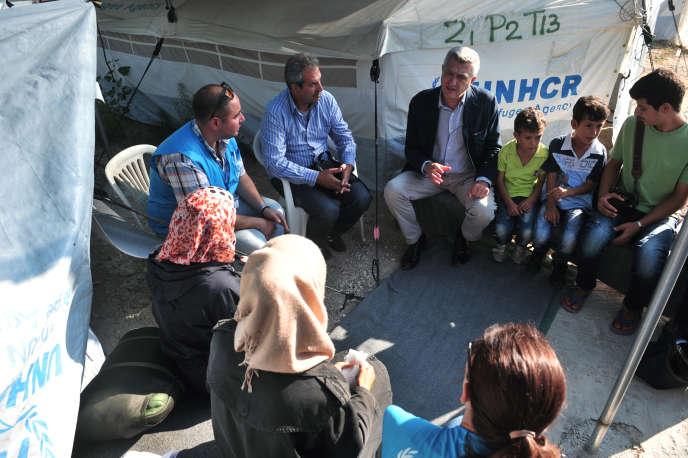 Le chef du HCR, Filippo Grandi, lors d'une visite d'un camp de réfugiés àLagadikia (Grèce), le 25 août 2016.