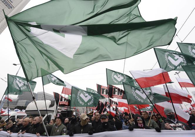 Des manifestants d'extrême droite lors de la marche de l'indépendance polonaise, dimanche 11 novembre