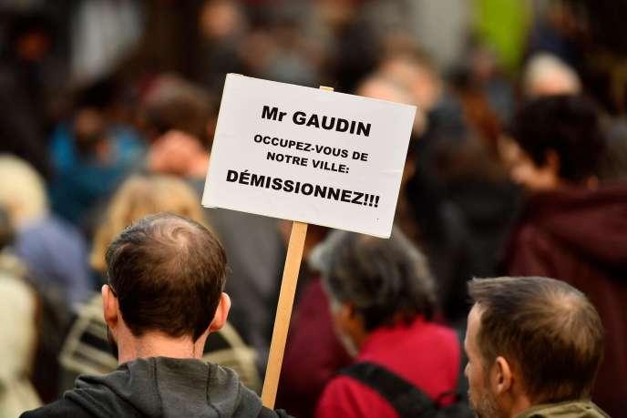 Manifestation après l'effondrement d'immeubles dans le quartier de Noailles, le 10novembre.