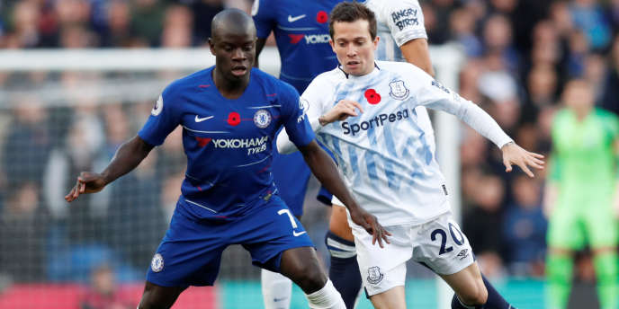N'Golo Kanté portant le maillot de son club, Chelsea, lors d'un match contre Everton, le 11 novembre 2018.