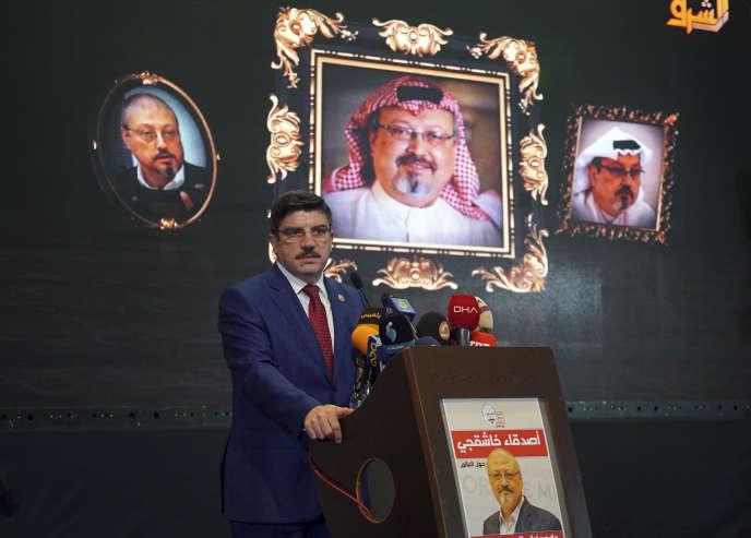 Yasin Aktay, un conseiller du président turc Erdogan, lors d'une conférence organisée au quarantième jour du meurtre du journaliste Jamal Khashiggi, à Istanbul, le 11 novembre.