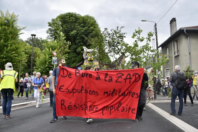 Manifestation contre le site d'enfouissement de déchets radioactifs de haute activité et àvie longue Cigéo, à Bar-le-Duc (Meuse), le 16 juin.