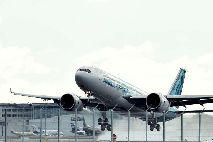Un Airbus A330-800 décolle de l'aéroport de Toulouse-Blagnac, le 6novembre 2018.