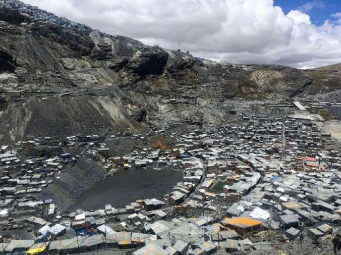 La Rinconada, la ville habitée la plus haute du monde (5 300m).