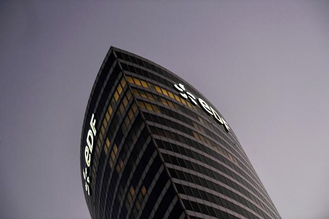 La tour EDF à la Défense, près de Paris, le 22 octobre.