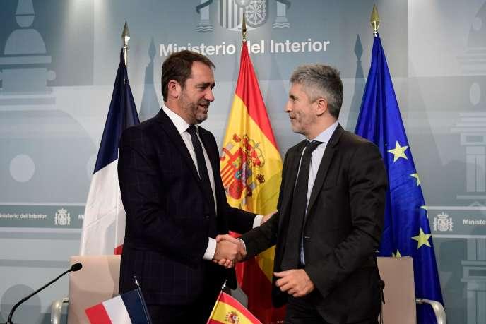 Le ministre de l'intérieur espagnol Fernando Grande-Marlaska et son homologue français Christophe Castaner (gauche) à Madrid le 12 novembre.
