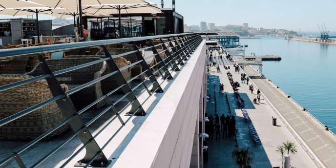 Le Rooftop R2, sur le Vieux port de Marseille, un lieu festif créé par Noctis.