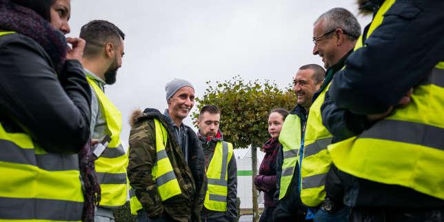 Torcy, France on November 10, 2018: Yellow vests gathering on Carrefour's car park in Torcy. Torcy, France le 10 Novembre 2018: Rassemblement de gilets jaunes sur le parking du Carrefour de Torcy.