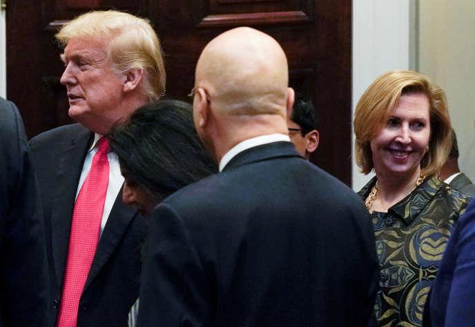 Mira Ricardel aux côtés de Donald Trump, le 13 novembre 2018.
