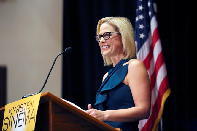 La candidate démocrate au Sénat dans l'Arizona fait son discours de victoire, le 12 novembre.