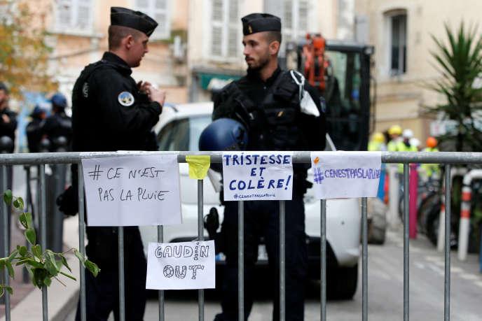 Les alentours de la rue d'Aubagne, à Marseille, sont sécurisés après l'effondrement de deux immeubles, le 7 novembre 2018.