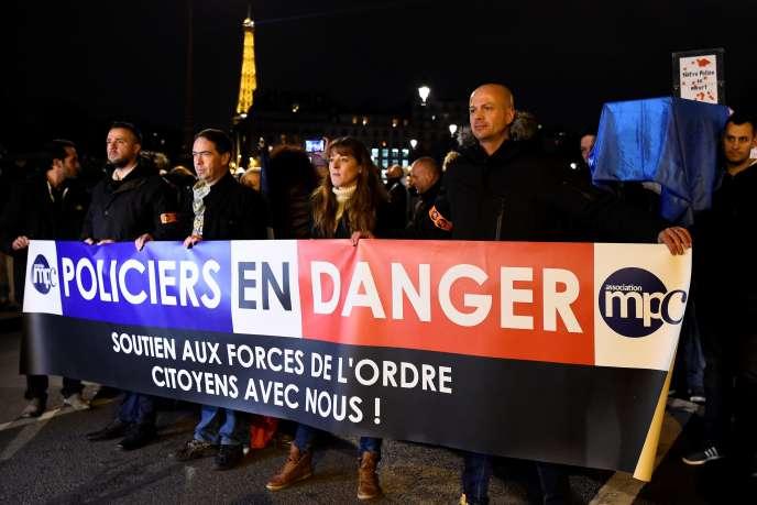 Manifestation de policiers, à Paris, en décembre 2016.