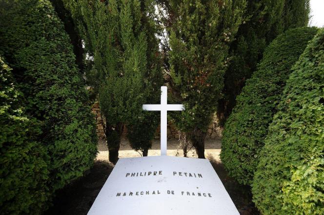 La tombe du Maréchal Pétain, en juillet 2013.