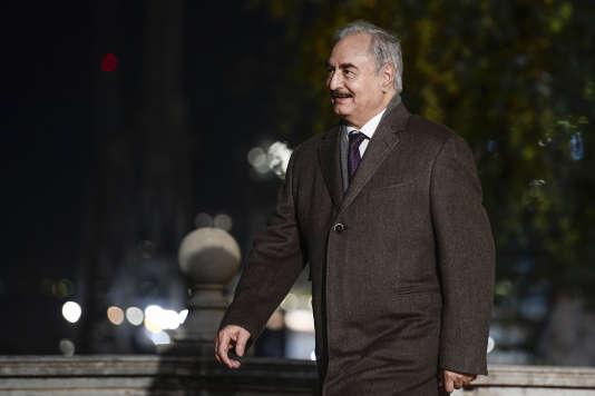 Le maréchal Haftar arrive à la conférence de Palerme, le 12 novembre 2018.