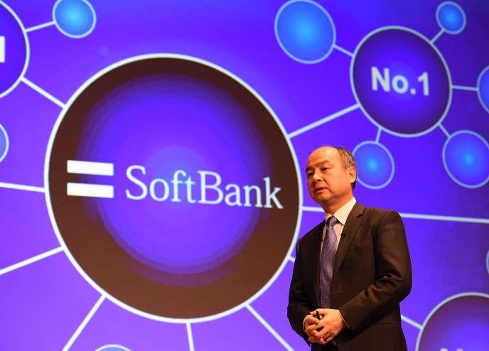 Masayoshi Son, le patron de SofBank, lors de la présentation des résultats du groupe, le 5 novembre, à Tokyo. Le géant japonais veut introduire en Bourse sa filiale de télécommunications mobiles, le 19 décembre.
