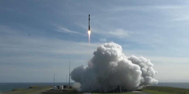 Décollage de la mini-fusée de l'entreprise Rocket Lap pour son premier vol commercial, Nouvelle-Zélande, 11 novvembre 2018.