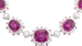 Collier Demoiselle gracieuse, de Van Cleef & Arpels, en or blanc et rose, tourmalines roses, saphirs roses, perles de culture et diamants.