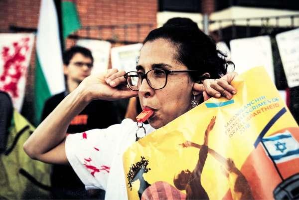 Des militants du mouvement BDS appellent au boycott d'un ballet israélien àToulouse, le 22 juin.