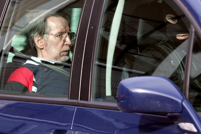Le tueur en série Michel Fourniret à son départ du tribunal de Charleville Mezieres, le 30 avril 2008.