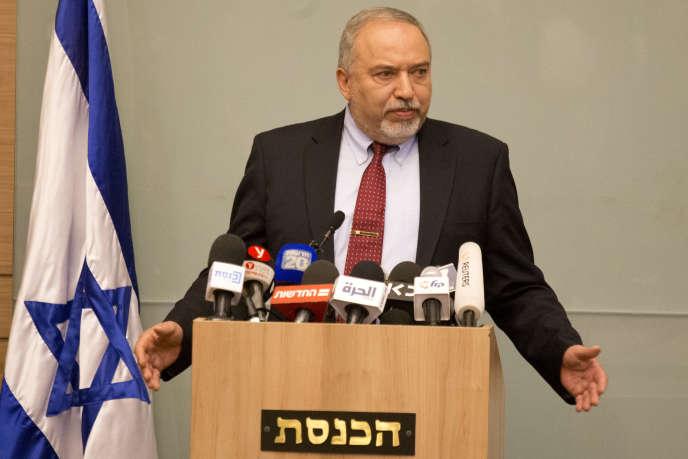 Le ministre de la défense israélien, Avigdor Lieberman, a démissionné avec fracas, le 14novembre, dénonçant la « capitulation devant le terrorisme ».