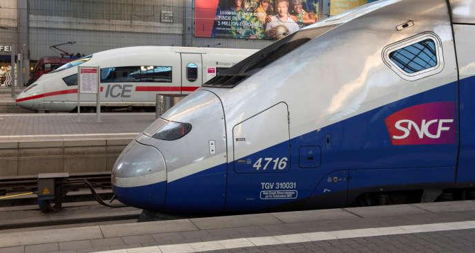 Deux trains à grande vitesse français (TGV) et allemand (ICE) à la gare de Munich, le 16juin 2014.